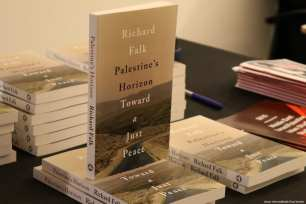 MEMO hosts an event to launch Former United Nations Special Rapporteur for Palestine Richard Falk's new book in London, UK, on 20 March 2017 [Jehan AlFarra/Middle East Monitor]