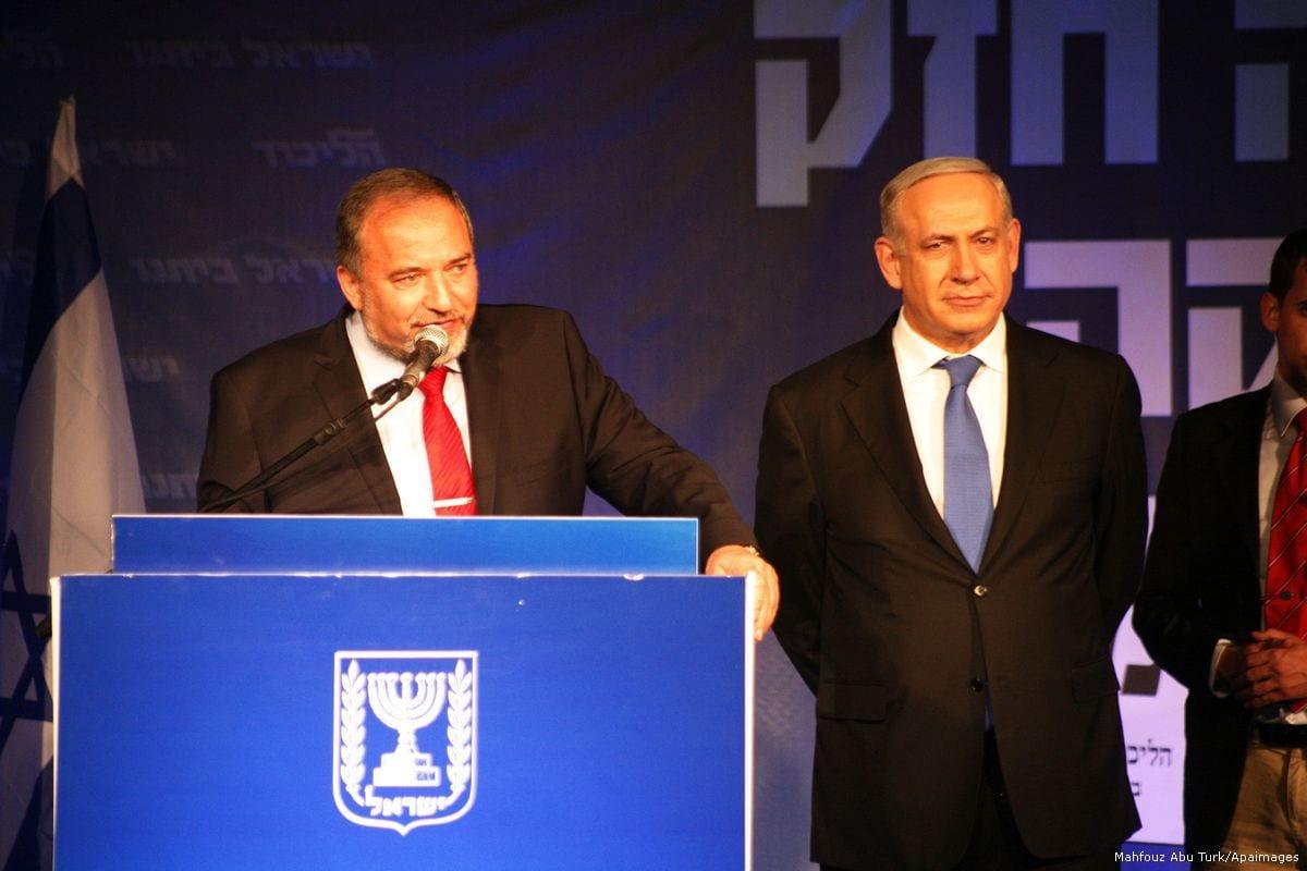 Israeli Defence Minister Avigdor Liebermann (L) and Israeli Prime Minister Benjamin Netanyahu [Mahfouz Abu Turk/Apaimages]