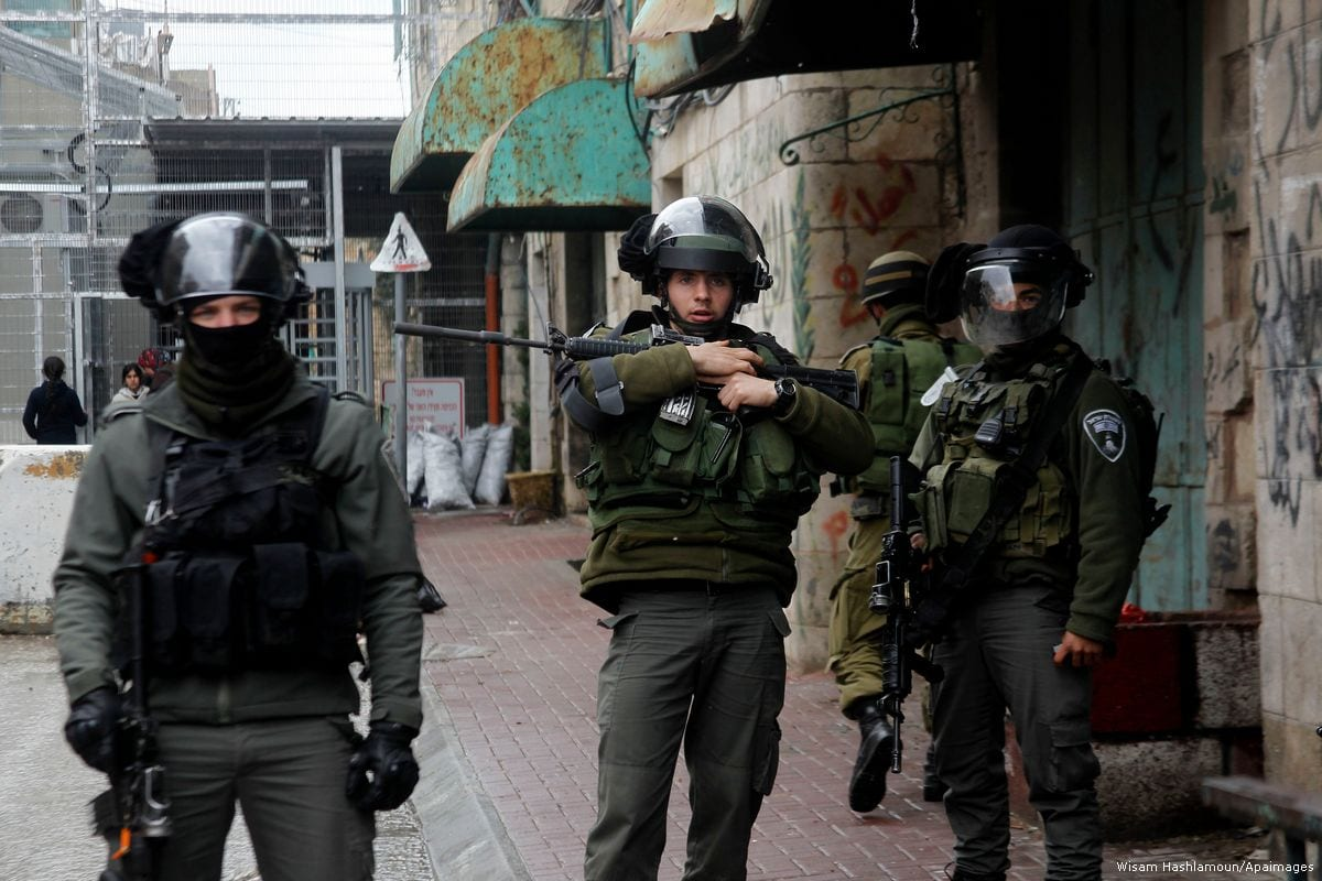 Israeli security forces in the West Bank city of Hebron [Wisam Hashlamoun/Apaimages]