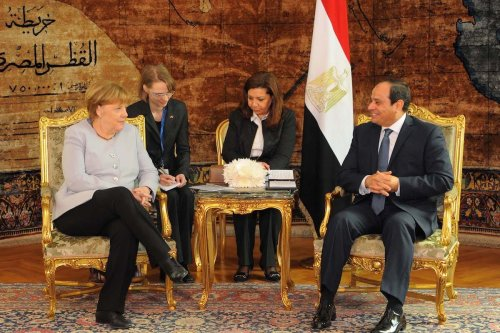 German Chancellor Angela Merkel (L) meets with Egyptian President Abdel Fattah el-Sisi (R) during their meeting at Ittihadiya Presidential Palace in Cairo, Egypt on March 2, 2017. [Egyptian Presidency - Handout - Anadolu Agency]