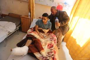 20170303_Injured-Palestinian-man-denied-exit-from-gaza-to-receive-operation-by-Israel-2
