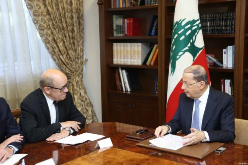 President of Lebanon Michel Aoun (R) receives French Defence Minister Jean-Yves Le Drian (L) in Beirut, Lebanon on 6 March 2017 [Handout / Lebanese Presidency - Anadolu Agency]