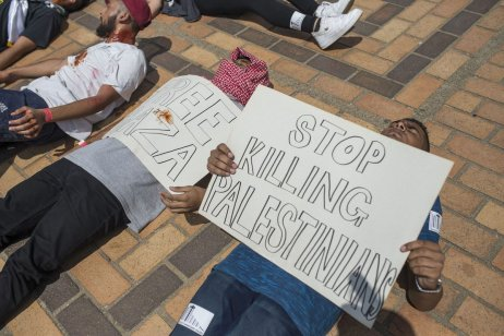 A group of student stage a protest against Israel's policies at Witwatersrand University in Johannesburg, South Africa on March 8, 2017. ( Ihsaan Haffejee - Anadolu Agency )