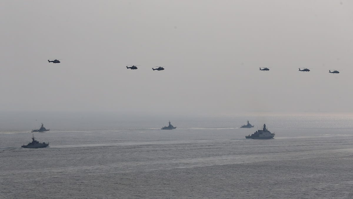 Frigates belonging to the Turkish Navy pass through the Canakkale Strait during the rehearsals of the ceremony which will be held for the 102nd Anniversary of Canakkale Victory, at Gallipoli Peninsula in Canakkale, Turkey on March 16, 2017 [Ali Atmaca / Anadolu Agency]