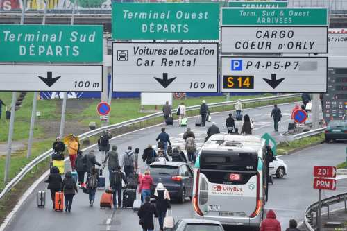 Passengers evacuated from Orly airport walk on the highway at Orly airport, near Paris, France on March 18, 2017 following the shooting of a man by French security forces [Mustafa Yalçın / Anadolu Agency]