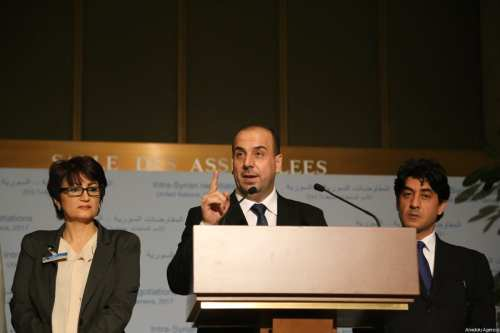 Head of Syrian opposition delegation, Naser al-Hariri (C) delivers a speech during a press conference following a meeting with UN Secretary-General's Special Envoy for Syria, Staffan de Mistura as the fifth round of the intra-Syrian talks continues in Geneva, Switzerland on March 24, 2017 [Mohamad Misto / Anadolu Agency]