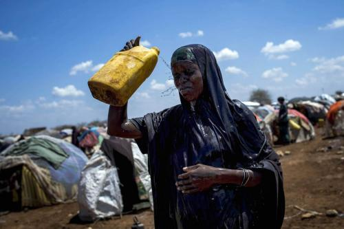 A Somalian woman washes her face with water at Dakamur camp in Somalia's Bay state on March 27, 2017 (Arif Hüdaverdi Yaman - Anadolu Agency )