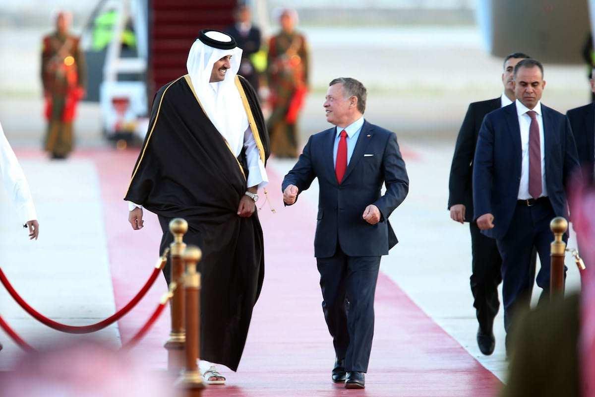 Emir of Qatar, Tamim bin Hamad Al Thani (L) is welcomed by Jordan's King Abdullah II (R) at the 28th Arab League Summit in Amman, Jordan on March 28, 2017 (Salah Malkawi/Anadolu Agency )