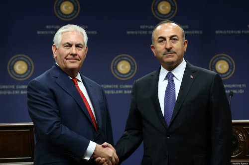 US Secretary of State Rex Tillerson (L) attends a press conference with Turkish Foreign Minister Mevlut Cavusoglu (R) after a meeting at the Foreign Ministry in Ankara, Turkey on March 30, 2017 [Raşit Aydoğan / Anadolu Agency]