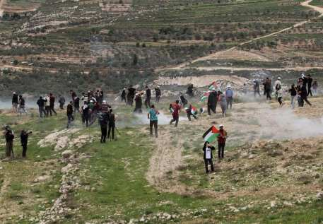 "Israeli soldiers intervene in Palestinians, who gathered for a tree planting event on ""Palestinian Land Day"", in the Madma village of Nablus, West Bank on March 30, 2017. ( Nedal Eshtayah - Anadolu Agency )"