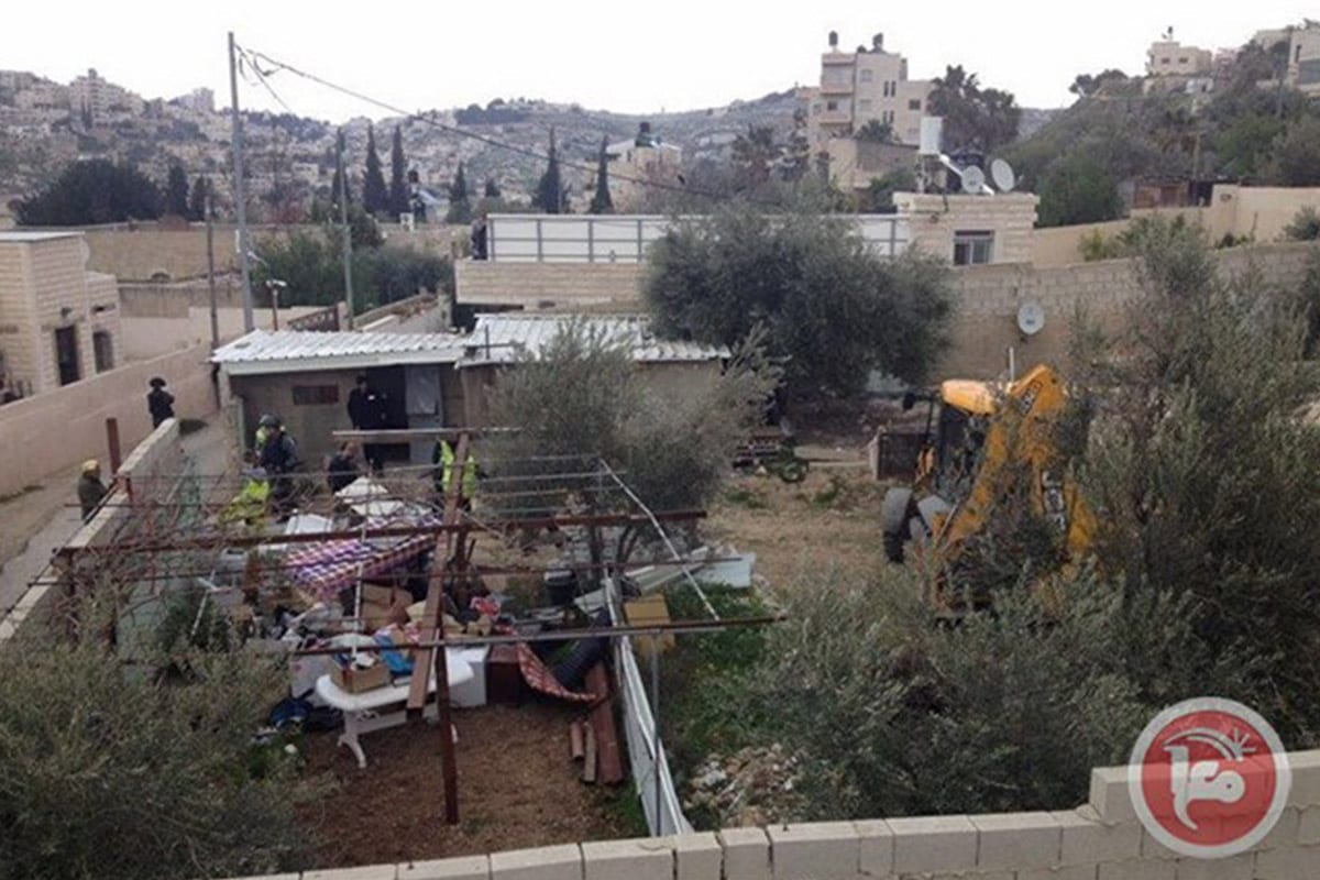 Israeli forces demolish a Palestinian home in Silwan, East Jerusalem on 15 March 2017 [maannews]