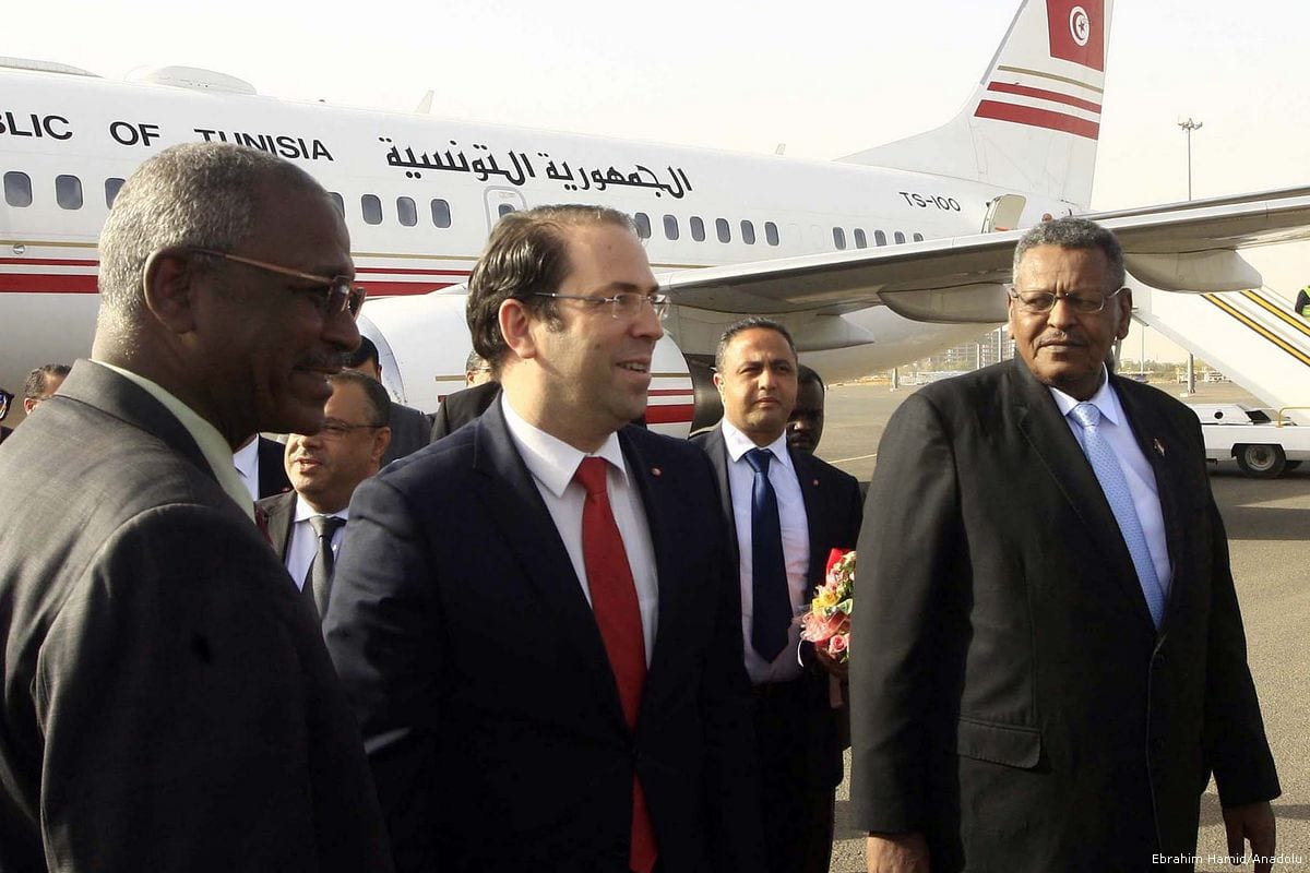 Tunisian Prime Minister Youssef Chahed (C) is welcomed by First Vice President of Sudan, Bakri Hassan Saleh (R) with an official ceremony at Khartoum International Airport in Khartoum, Sudan on March 22, 2017 [ Ebrahim Hamid / Anadolu Agency]