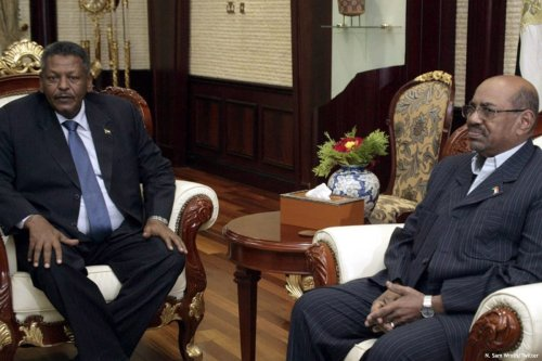 Image of Prime Minister, General Bakri Hassan Saleh (L) and Sudanese President Omar Al-Bashir [N. Sam Wroth/Twitter ]