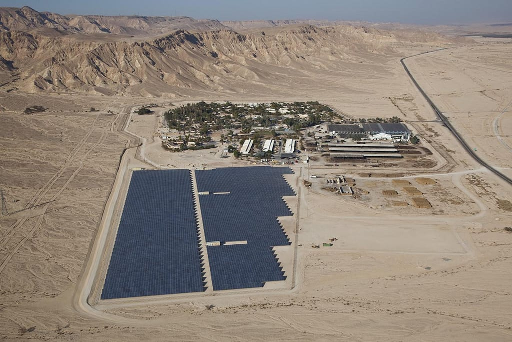 A picture of the Ketura Sun solar field, Israel's first commercial solar field built by the Arava Power Company [Arava Power Company]