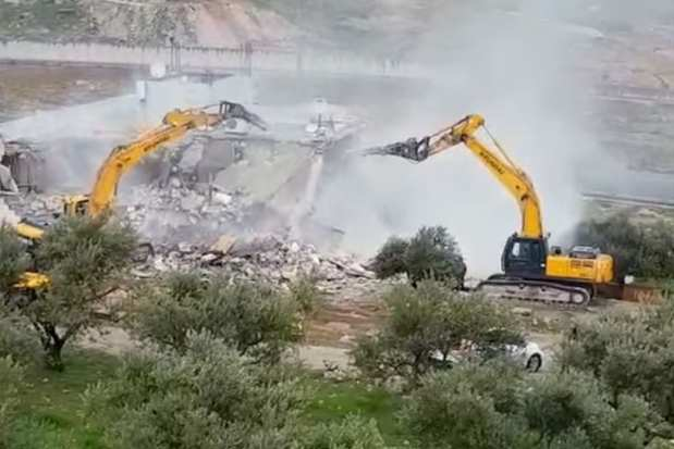 Image of Israeli forces demolishing a Palestinian home in Issawiya, occupied East Jerusalem on 1 March 2017