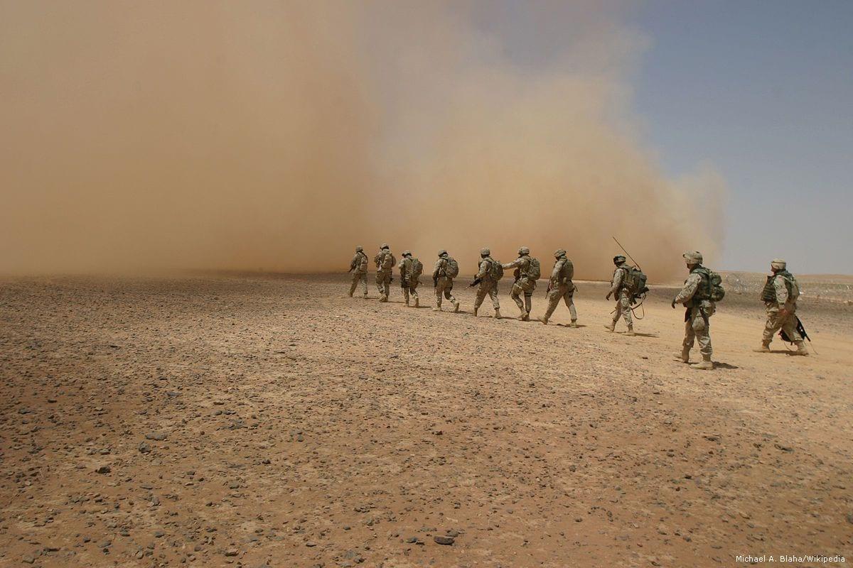 Image of US and Iraqi soldiers in Al Anbar, Iraq on 20 May 2005 [Michael A. Blaha/Wikipedia ]