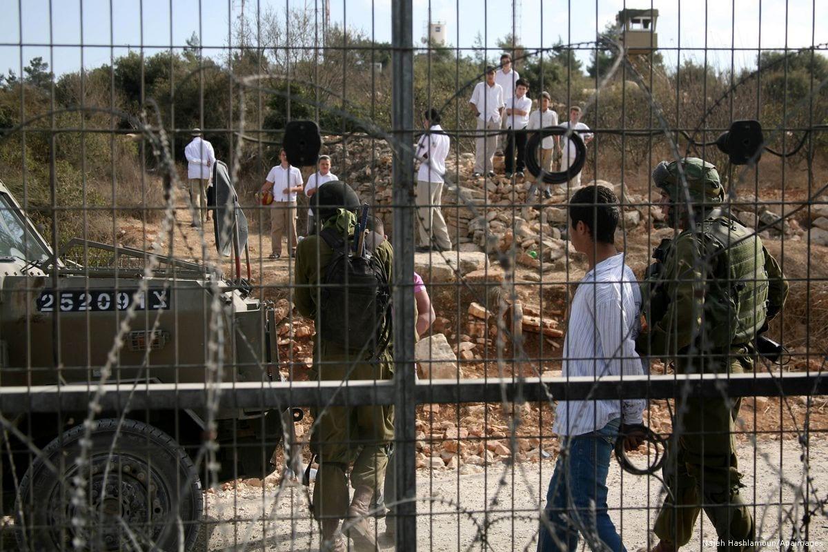 Israeli forces arrest Palestinian youths on 23 October 2012 [Najeh Hashlamoun/Apaimages]