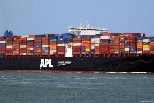 Image of a ship containing goods for American President Lines (APL) on 1 June 2014 [bertknot/Wikipedia]