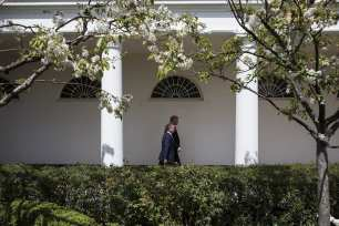 US President Donald Trump and King Abdullah II bin al-Hussein of Jordan walk from the West Wing to the Residence after a joint press conference in the Rose Garden of the White House in Washington, USA on April 5, 2017. ( Samuel Corum - Anadolu Agency )