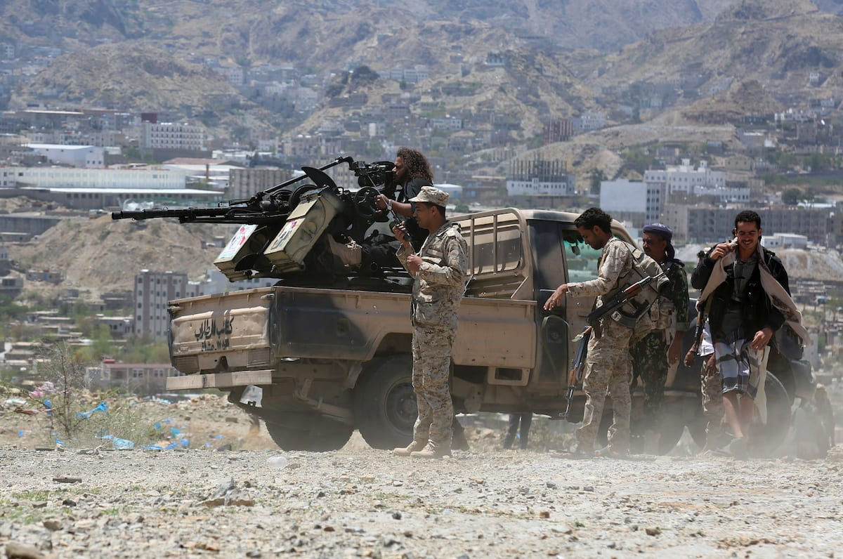 Government forces attack positions of Houthis and pro- Saleh during an operation in Taiz province, Yemen on April 6, 2017 ( Abdulnasser Alseddik - Anadolu Agency )