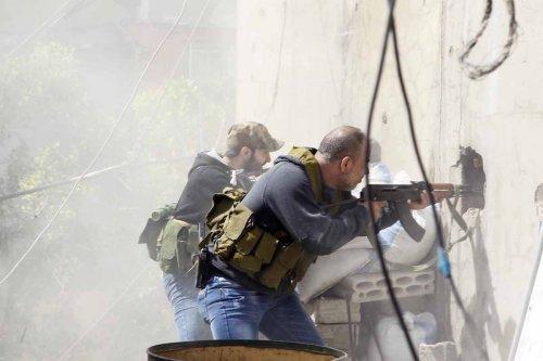 Al-Fatah Movement militants are seen as clashes between members of the Palestinian Fatah Movement and Bilal Badr continues at the Ain-el-Hilwe refugee camp in Lebanon on April 11, 2017 ( Furkan Güldemir - Anadolu Agency )