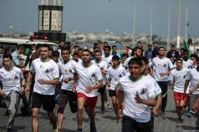 "Palestinians take part in a ""symbolic marathon"" ahead of the ""Palestinian Prisoners' Day"" in Gaza City, Gaza on April 15, 2017. ( Ali Jadallah - Anadolu Agency )"