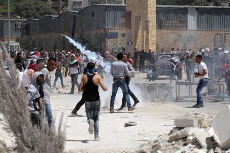 Palestinian protesters throw stones as IDF violently disperses the crowd using plastic bullets and tear gas during a protest against building of Jewish settlements and separation wall at Kafr Qaddum village of Nablus, West Bank on April 28, 2017. ( Nedal Eshtayah - Anadolu Agency )