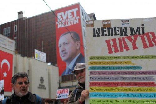 Image of the No campaign propaganda in Turkey [Alwaght/Twitter]
