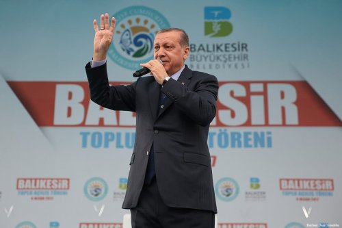 Turkish President Recep Tayyip Erdogan delivers a speech in Balikesir, Turkey on 6 April 2017 [Kayhan Özer/Anadolu]