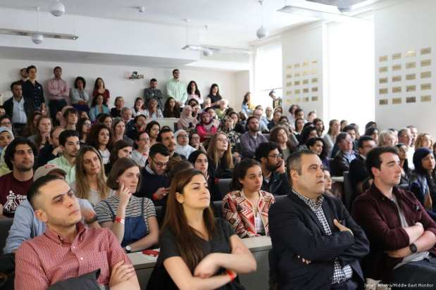Image of the audience as performances took place on 10 April 2017 [Jehan Alfarra/Middle East Monitor]