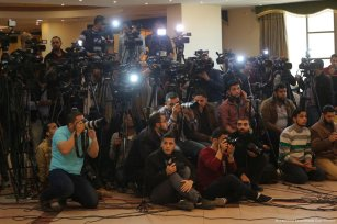 Image of Palestinian journalist during Dr Khalil al-Hayyah's news conference on 18 April 2017 [Mohammed Asad/Middle East Monitor]