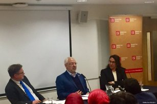 Image of Shaikh Rached Ghannouch (C) giving a talk at the London School of Economics, UK on 20 April 2017 [Middle East Monitor]
