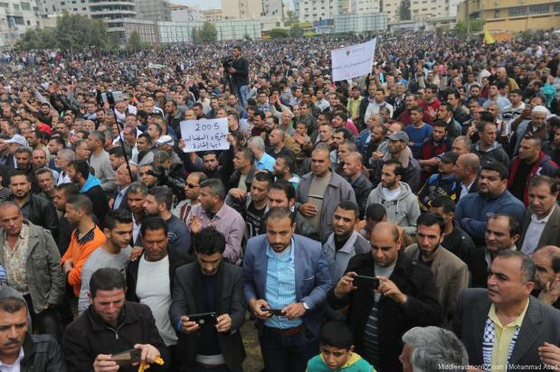 Palestinian Authority (PA) employees demonstrated in Gaza City against a PA decision to impose drastic salary cuts for its Gaza-based employees, on 8th April 2017. [Images and video by Mohammad Asad]