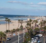 4 Israelis stabbed at a Tel Aviv hotel