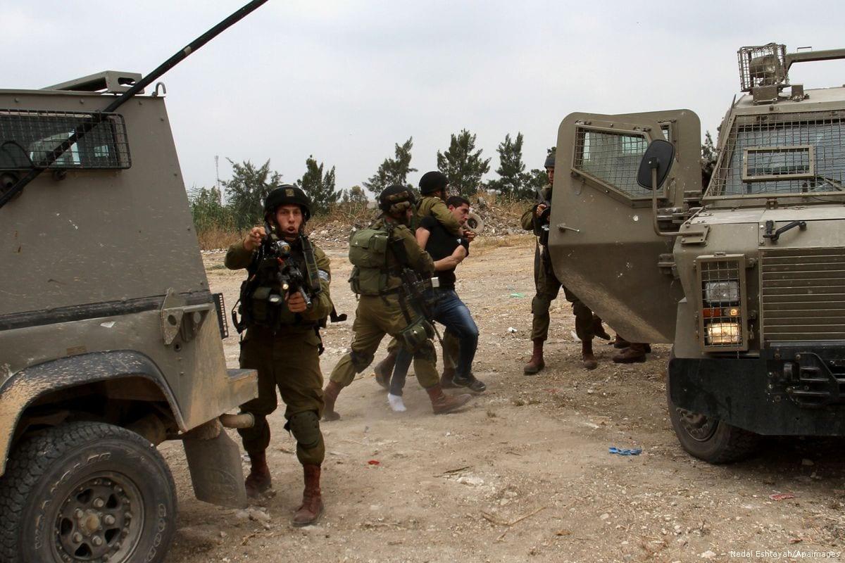 Image of Israeli soldiers on 31 May 2015 [Nedal Eshtayah/Apaimages]
