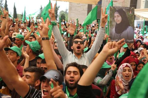 Students who support Hamas gather to attend the debate held ahead of the student council elections, at Bir Zeit University in Ramallah, West Bank on 9 May 2017 [Issam Rimawi / Anadolu Agency]