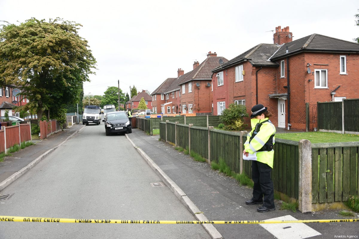 Police investigate the house which reportedly belongs to the suicide bomber of Manchester Arena Salmon Abedi in Elsmore Road of Manchester, United Kingdom on May 24, 2017 [Behlül Çetinkaya / Anadolu Agency]
