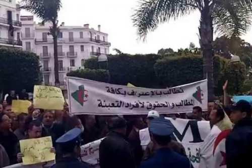 Thousands of veterans from the Algerian National People's Army (ANP) took to the streets in the capital Algiers, Algeria on 21 May, 2017 [DR/LE360.ma]