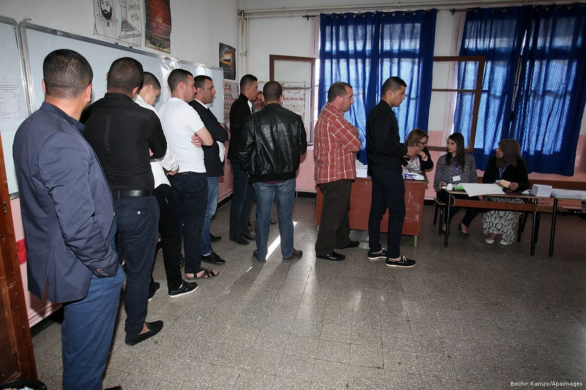 Voters cast their ballot at a polling station in Algiers, Algeria on May 4, 2017 [Bechir Ramzy/Anadolu Agency]