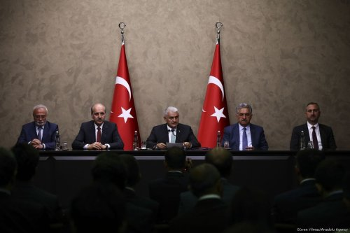 Turkish Prime Minister Binali Yildirim (C) holds a press conference with Deputy PMs Numan Kurtulmus (2nd L) and Hayati Yazici (2nd R) in Ankara, Turkey on May 10, 2017 [Güven Yılmaz/Anadolu Agency]