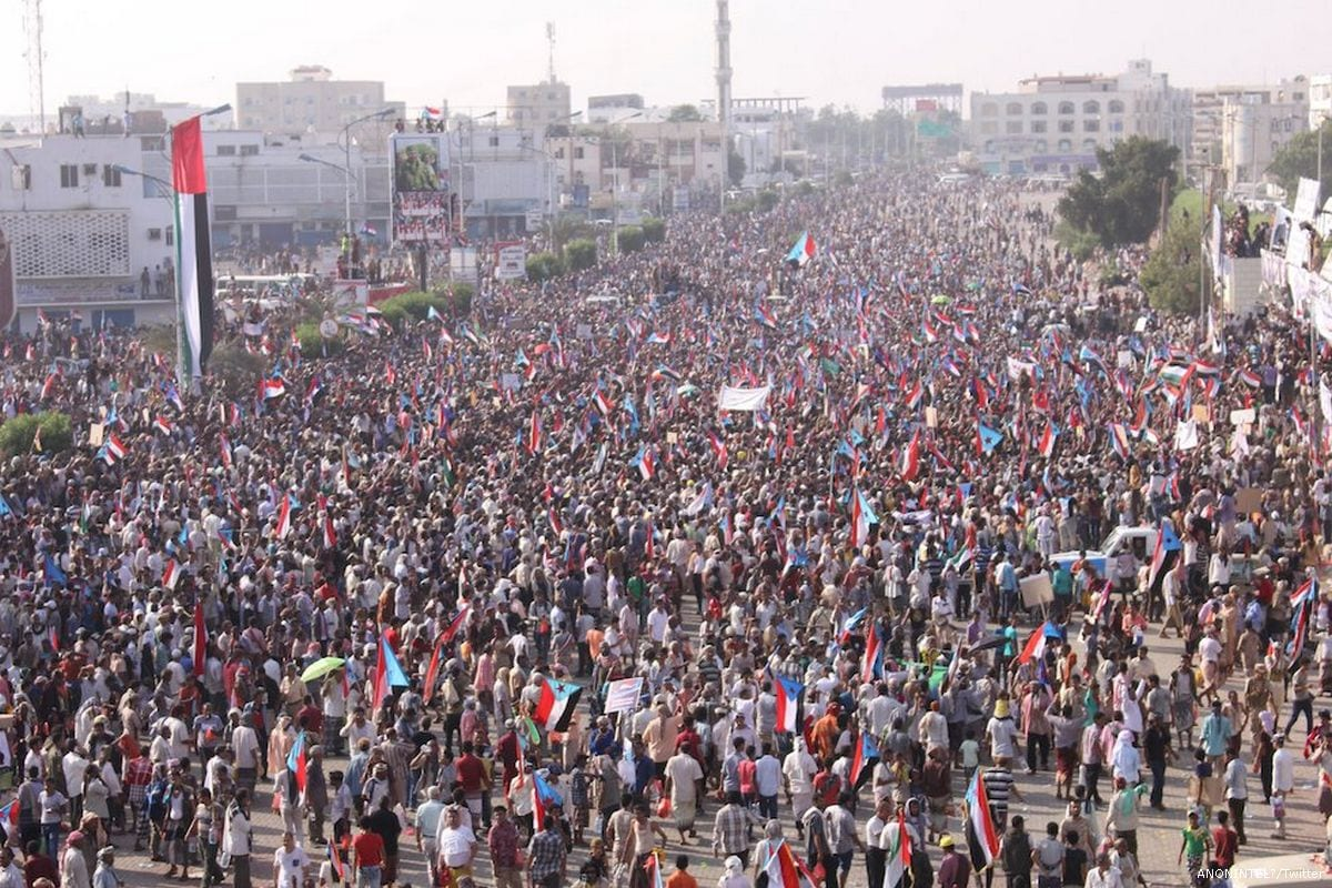 Image of a protest in Yemen demanding the secession of Southern Yemen from the North on 21 May 2017 [ANONINTEL/Twitter]