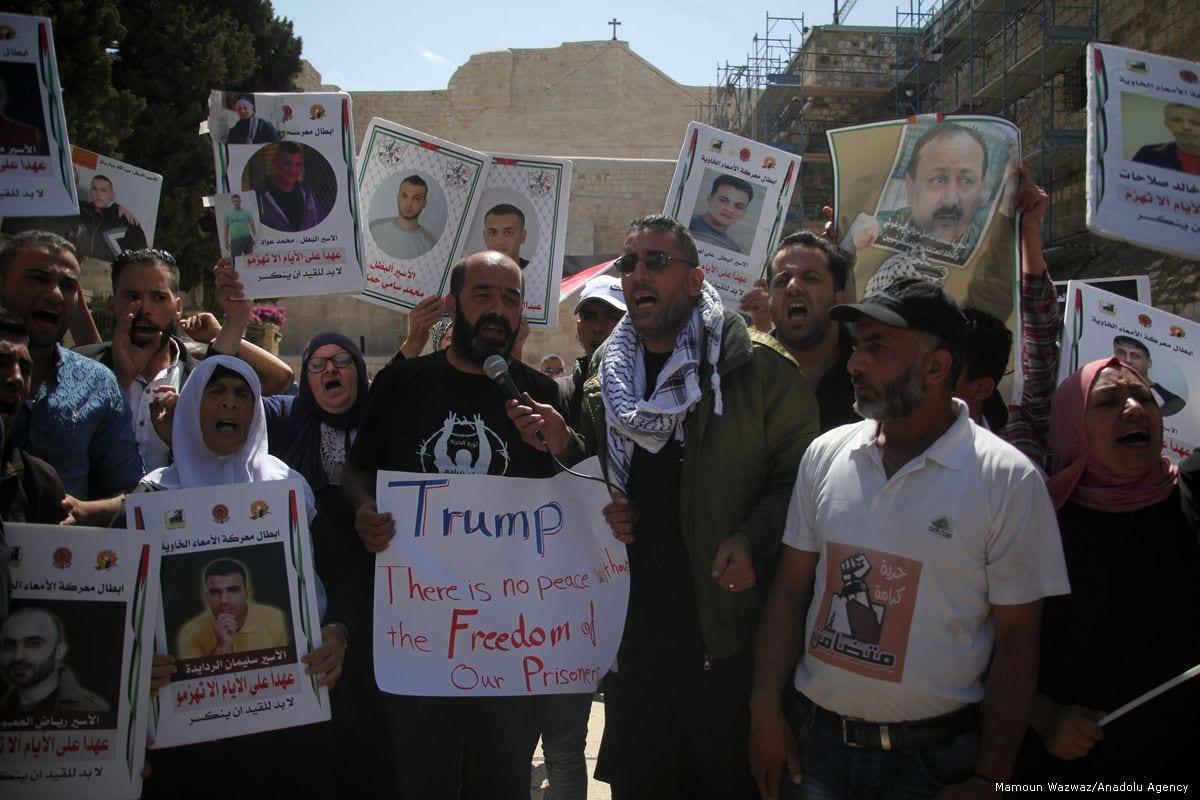 Palestinians demonstrate outside the Mahd Church as the US President Donald Trump meets Palestinian President Mahmoud Abbas in Bethlehem, West Bank on May 22, 2017 [Mamoun Wazwaz/Anadolu Agency]
