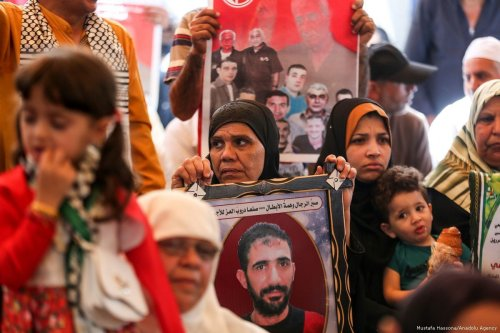 Image of demonstration in support of the Palestinian prisoners, outside the International Committee of the Red Cross (ICRC) in Gaza City, Gaza on May 22, 2017 [Mustafa Hassona/Anadolu Agency]