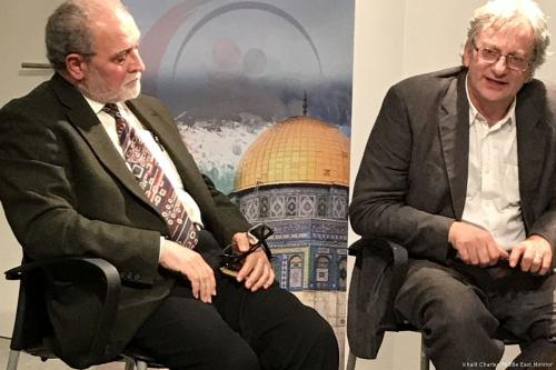Image of Dr Azzam Tamimi, a British-Palestinian academic [L] and David Hearst, the editor-in-chief of the Middle East Eye during 'The Hamas New Charter and the Western Response' event in London, UK on 26 May 2017 [Khalil Charles/Middle East Monitor]