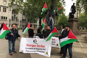 Palestinians in London launch a solidarity hunger strike and protest outside House of Parliament in London, UK [17 April Youth Collective]