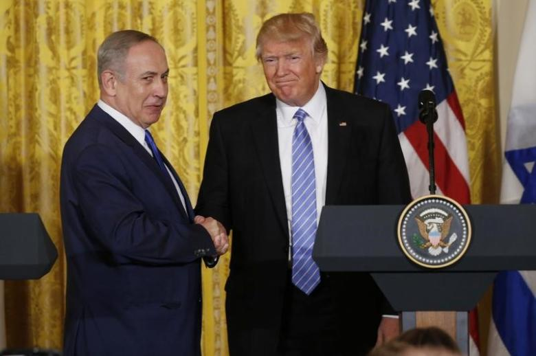 US President Donald Trump (R) greets Israeli Prime Minister Benjamin Netanyahu after a joint news conference at the White House in Washington, on 15 February, 2017 [REUTERS/Kevin Lamarque]