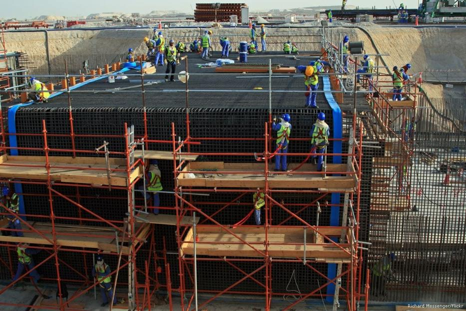 Image of workers gathering at a construction site in Qatar [Richard Messenger/Flickr]