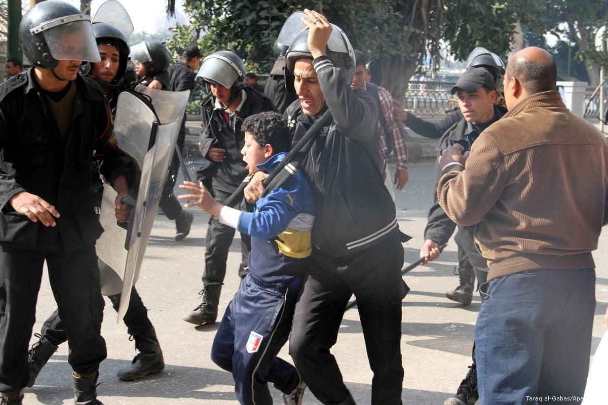 Egyptian riot police arrest a protester in Cairo, Egypt, 5 March 2013 [Tareq al-Gabas/Apaimages]