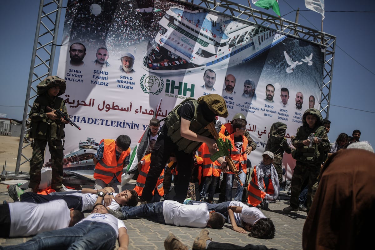 Palestinian children re-enact the Mavi Marmara flotilla incident during a commemoration ceremony for those who lost their lives in Gaza City, Gaza on May 31, 2017 [Ali Jadallah/Anadolu Agency]