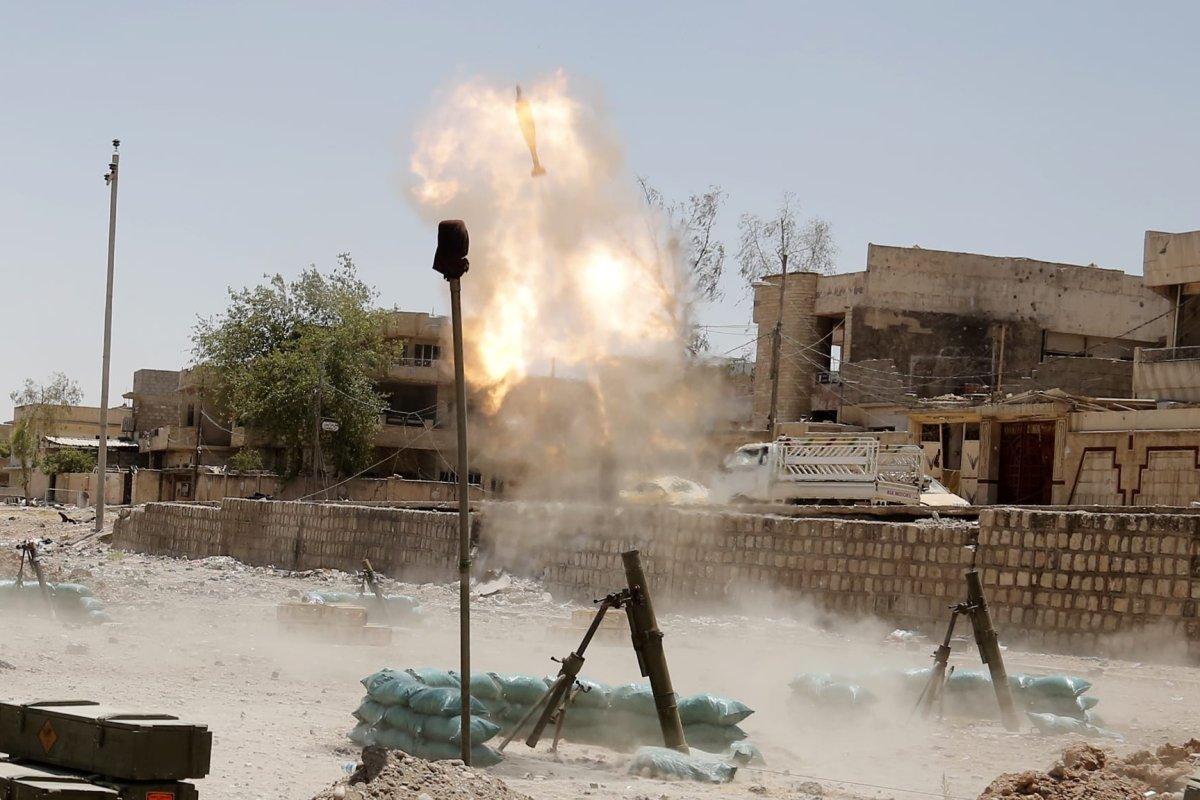 Iraqi Army launch mortar attack on Daesh terrorists in Mosul on 12 June 2017 [Yunus Keleş/Anadolu Agency]